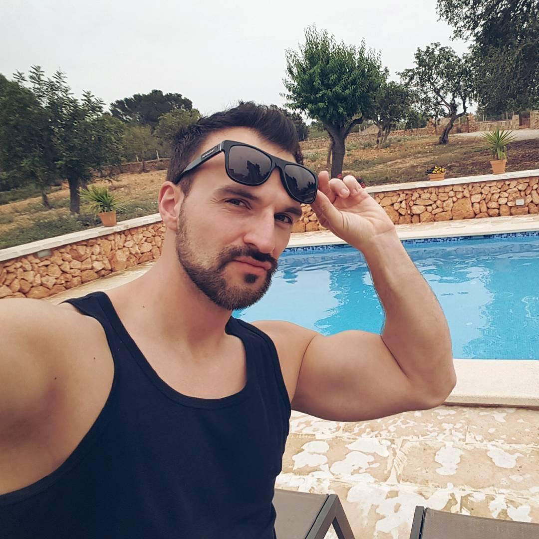 Alle 14 Tage 2 Wochen Urlaub… ;) @itgirlagenten @aischepervers #bosslife #porn #pornostar #malle #mallorca #mcfit #superfit #fitness #bizeps