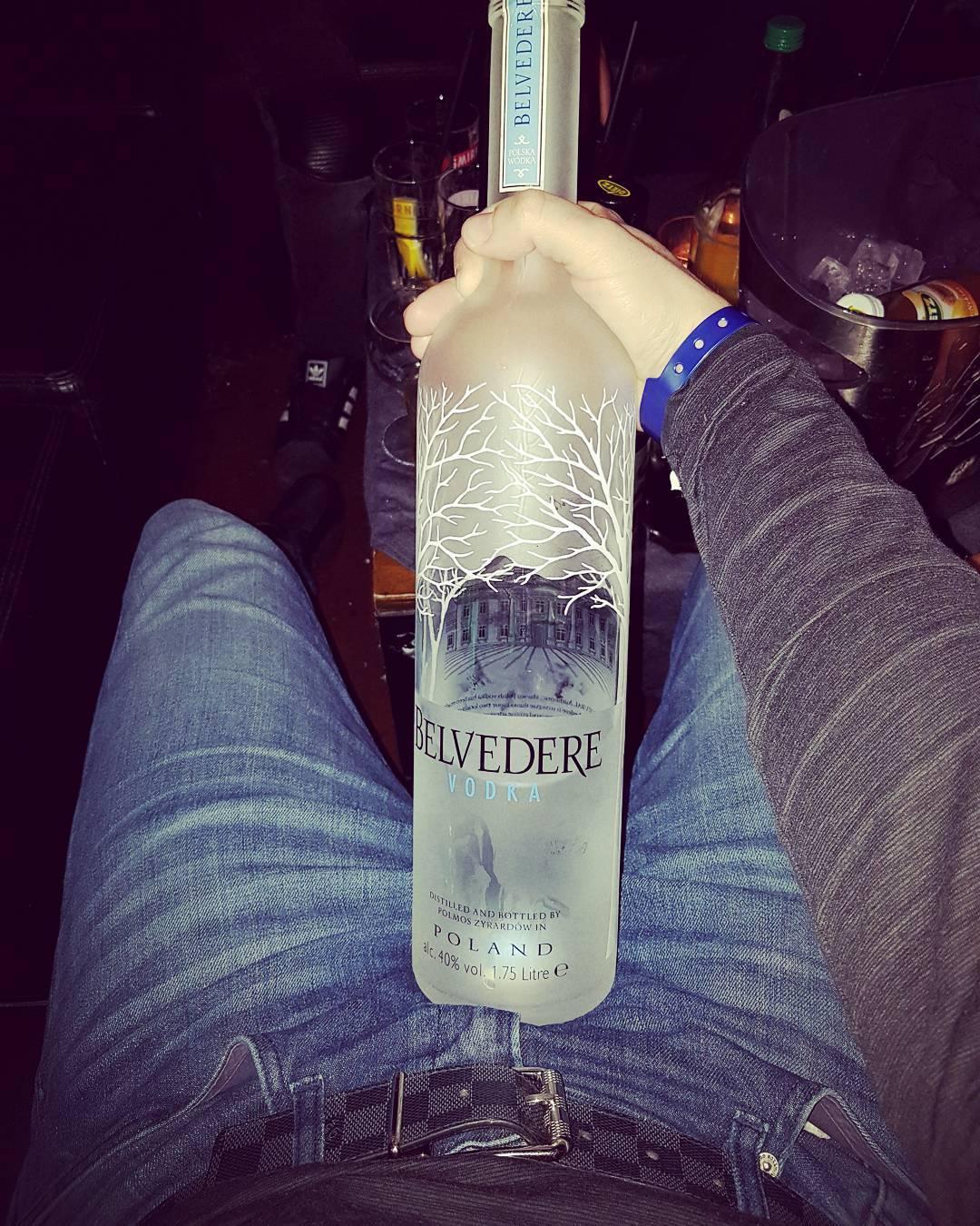 Wochenende Schluckparty mit den Bitches ;) #party #berlin #weekend #vodka #belvedere