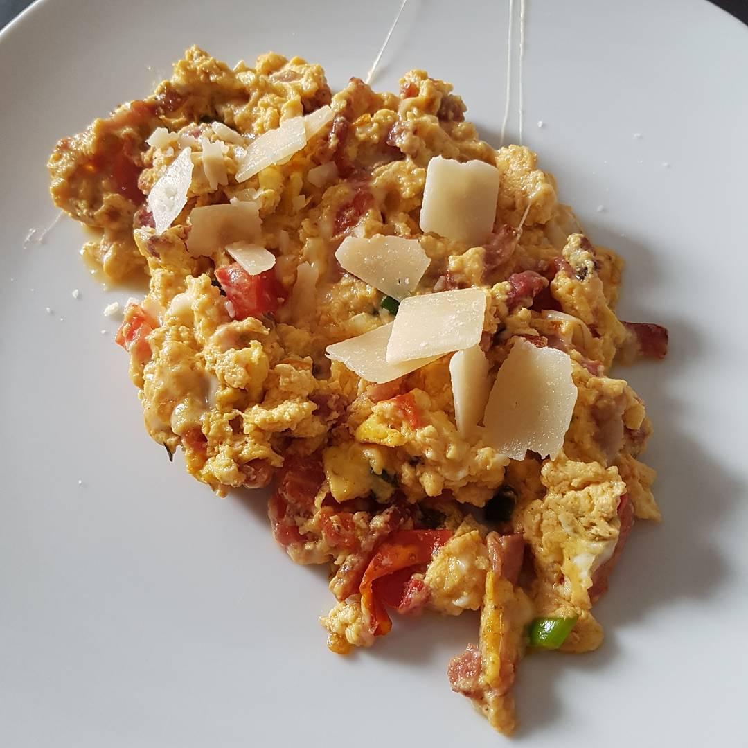 Good Morning! #Frühstück #breakfast #egg #protein #rührei #cheese #käse #mcfit #fitness #food #essen #meal #bacon #speck