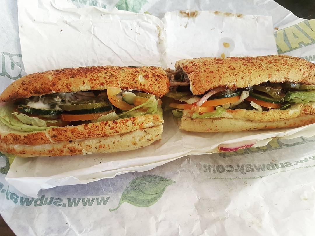 Immer wieder lecker: Philly Beef mit Cheese Oregano Brot und Asiago /BBQ Soße #mittagessen #subway #lecker #berlin #fleisch #sandwich #meal #rindfleisch #mcfit #fitness #food #gesund #essen #training #eiweiß #protein