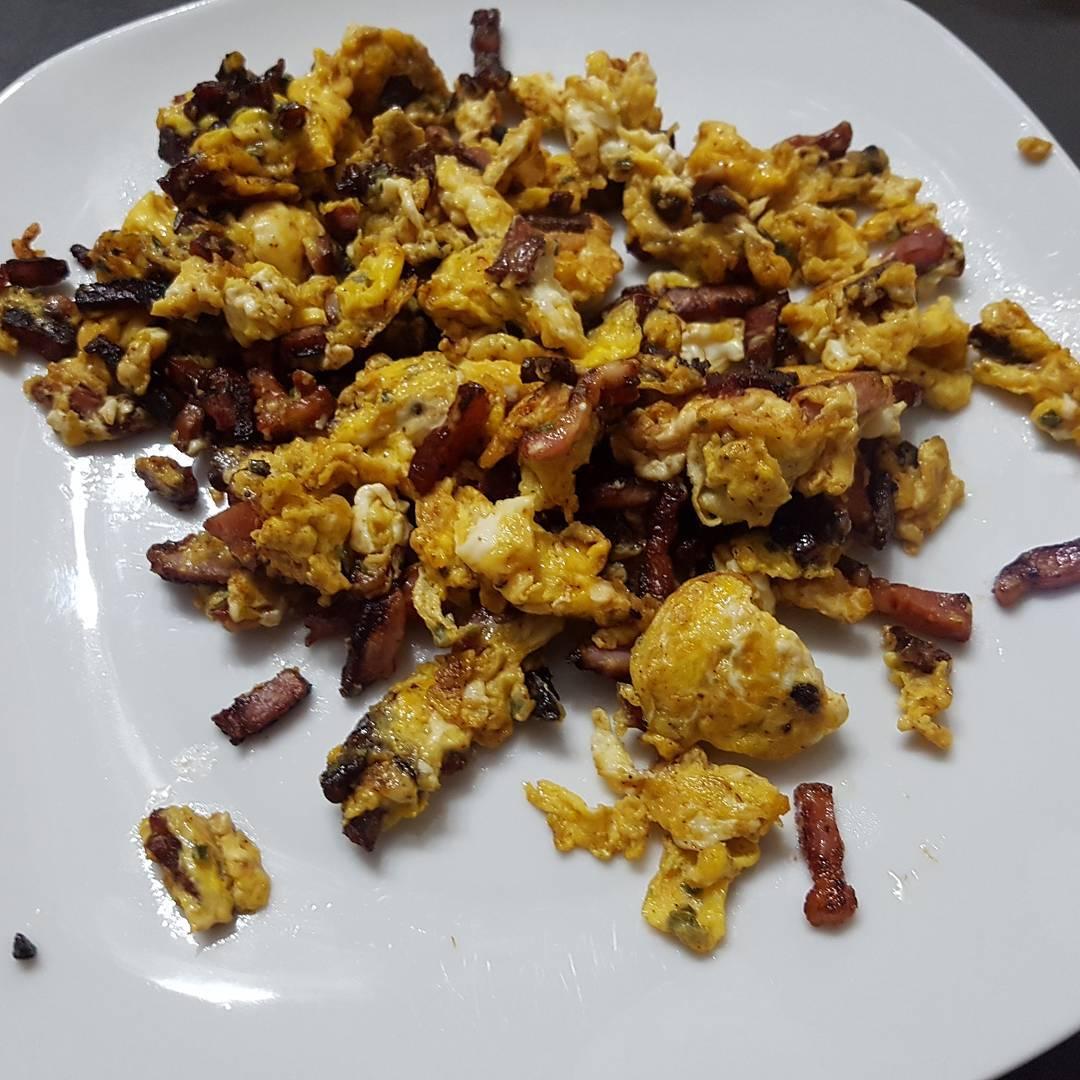 Mitternachtssnack #rührei mit #speck #protein #essen #mcfit #hunger #eiweiss