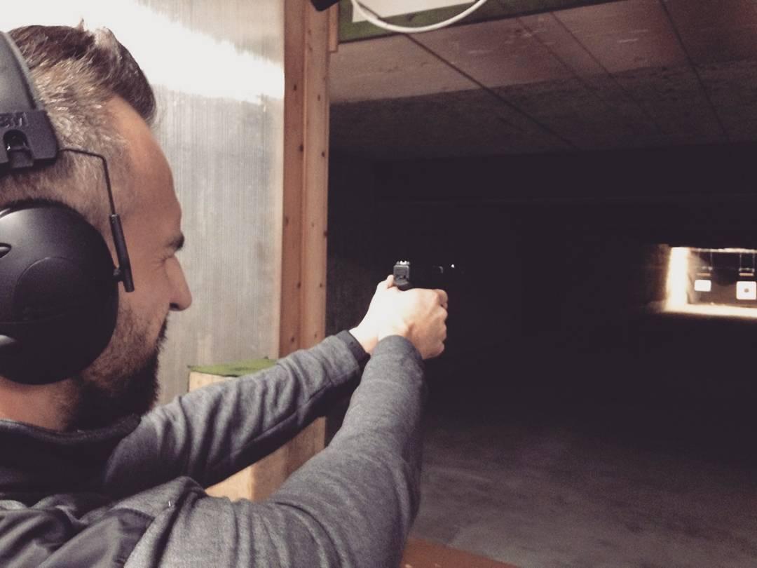 Man muss im Leben auch mal ein Auge zudrücken ;) #glock17 #shooting #shootingrange #schiessen #9mm #gun #guns #pistole #sport #sharpshooter #training #bangboss