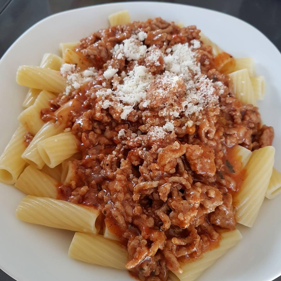 Heute mal ordentlich reinhauen! #essen #mittagessen #fleisch #blognese #nudeln #Parmesan #protein #kohlenhydrate #training