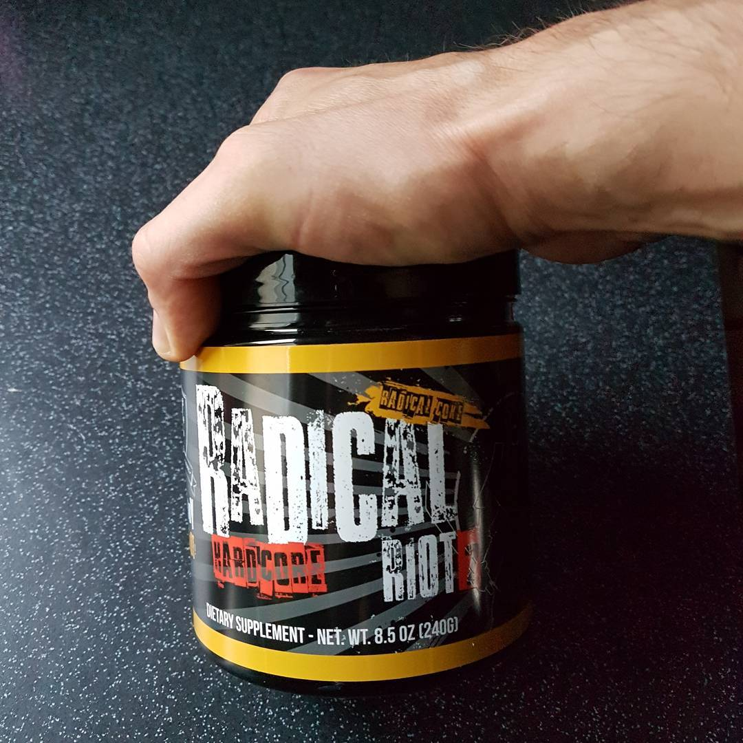 Neuen Hardcore Booster abchecken. Geschmack ist schonmal mega!  #radicalriot2 #booster #hardcore #supplement #fitness #fit #fitfam #bodybuilding #selfie #me #mcfit #superfit #crunchfit #fitnessfirst #motivation #sport #lifestyle #body #muscles #muskeln #pump #pumped #german #berlin #gym #homegym #nopainnogain