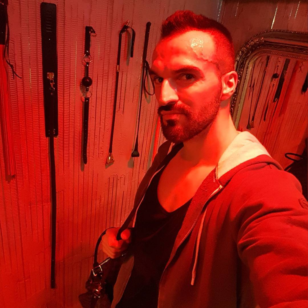 Meine Trainingspartnerin hat leider nicht alle Übungen geschafft… also wird sie nun zur Strafe gefesselt, bekommt nen Ball in den Mund und Schläge auf den Arsch. Strafe muss sein 😎😂😘😉 #spassmusssein #johnreed #fitness #fit #fitfam #bodybuilding #selfie #me #pictureoftheday #mcfit #motivation #sport #lifestyle #body #muscles #muskeln #pump #pumped #german #berlin #gym #mcfitberlin #johnreedberlin #bdsm #mydirtyhobby