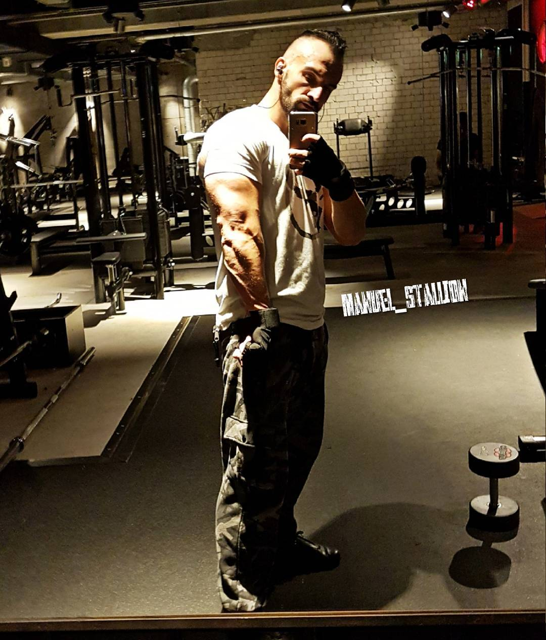 Freunde… ruft mich einfach an, wenn ihr einen Wagenheber braucht! 😎😉💪🏻 . #fitness #fit #fitfam #bodybuilding #selfie #me #mcfit #mcfitberlin #johnreed #motivation #sport #lifestyle #body #muscles #muskeln #pump #pumped #german #berlin #berliner #gym #nopainnogain #pusher #instagood #instafit #l4l #killer #bangboss #bosslife