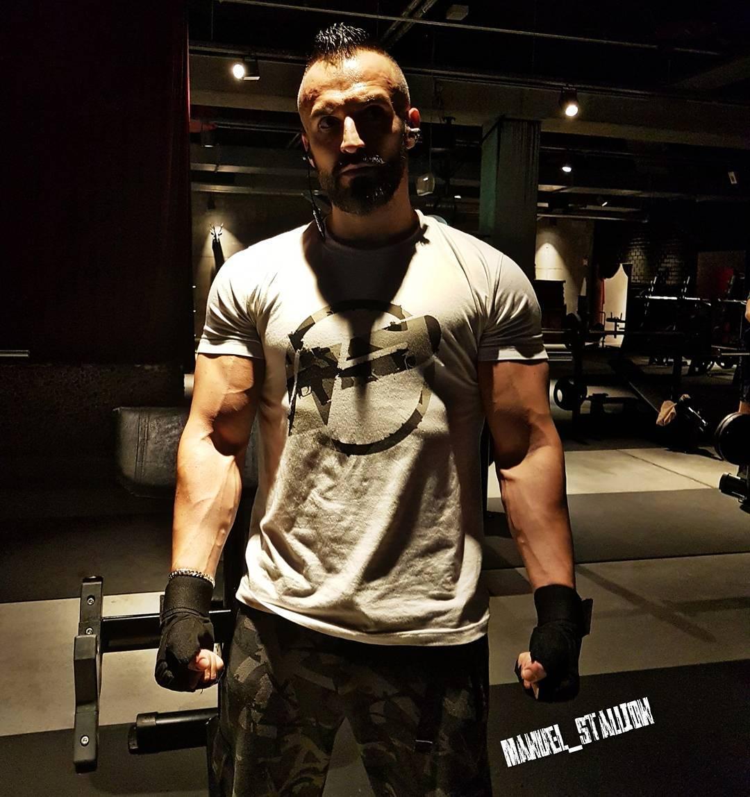 Freunde, denkt immer daran auch meine legendäre Insta Story anzuschauen und meine Bilder zu liken. 10k Follower sind geknackt… jetzt geht es mit Vollgas Richtung 20k! Ein bosshaftes Danke euch allen!!!✌😘 . #gym #mcfit #mcfitberlin #johnreed #johnreedberlin #fitness #studio #bodybuilding #sexy #body #muskeln #bizeps #pumped #pump #selfie #me #instafit #instagood #fitfam #focus #berlin #wedding #porno #lifestyle #bosslife #bangboss #pusher #l4l