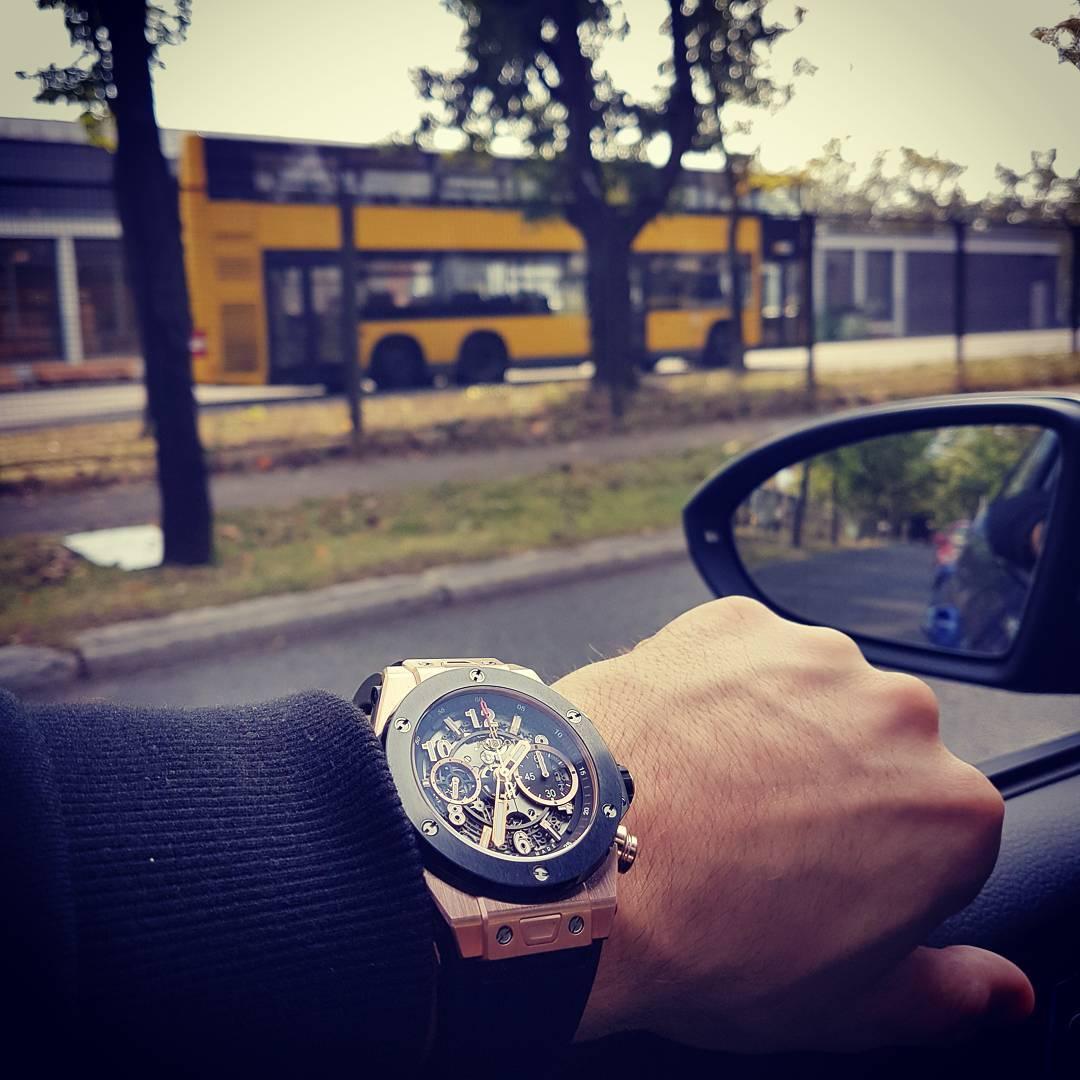 Im Leben muss man sich entscheiden… buslife oder BOSSLIFE!😎💸🍾 . #bosslife #hublot#gold #bus #golfr #berlin #bvg #bus #luxury #lifestyle #boss #famous #bangboss #instagood #instalike #photooftheday #picoftheday #followme #style #instafollow #amazing