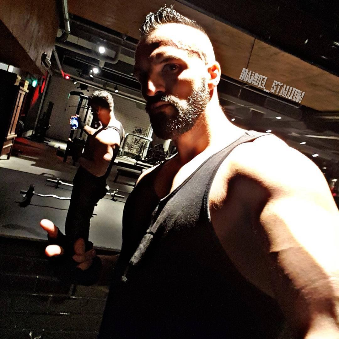 Wünsche euch ein bosshaftes Wochenende Freunde✌ . #fitness #fit #fitfam #training #bodybuilding #selfie #me #mcfit #johnreed #motivation #sport #lifestyle #body #muscles #muskeln #pump #pumped #german #berlin #berliner #germany #german #gym #wochenende #samstag #instalike #instafit #instagood #bosslife