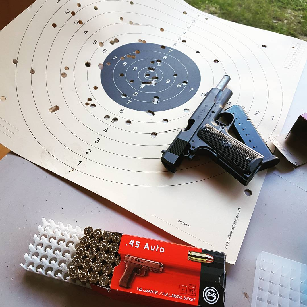 Nice day at the shooting range…💥🔫✌🏻 . #cal45 #45 #1911 #colt #replica #gun #ammo #shooting #shootingrange #range #party #bullets #firing #bullseye #shotevent #guns #nra #shoot #shooter #schießen #kaliber #fullmetaljacket #fun #funny