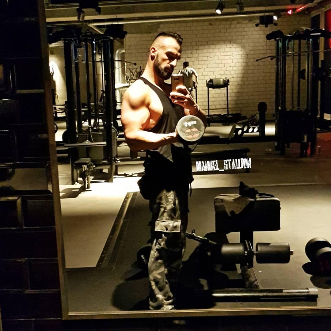 Wenn das Leben versucht dich zu ficken, dann ficke es einfach doppelt so hart zurück! 💪🏻💪🏻💪🏻 . #fitness #fit #fitfam #training #bodybuilding #selfie #me #mcfit #mcfitberlin #johnreed #motivation #sport #lifestyle #body #bizeps #biceps #muscles #muskeln #pump #pumped #berlin #berliner #germany #german #gym #instalike #instafit #instagood #l4l