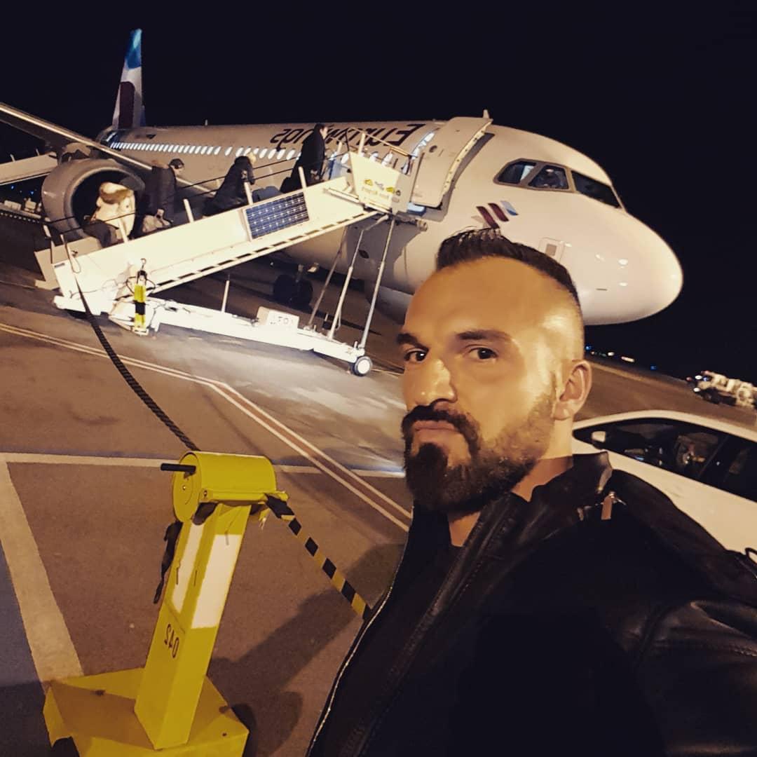 Morgens nach Köln mit dem Flieger, Abends wieder zurück… Jetset Life 😁😎 Ich hoffe der Pilot ist nicht besoffen oder lässt sich von der Stewardess beim Start einen blowen… hier ist nämlich Karneval und alle drehen völlig durch 😁😂 Drückt mir die Daumen Freunde 💪🏻✌🏻 . #köln #airport #flughafen #eurowings #flieger #flugzeug #jet #jetset #tv #tvdreh #sat1 #dreharbeiten #berlin #karneval #köllealaaf