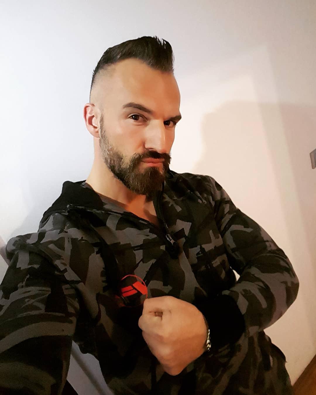 Die Woche wird hart, doch der Boss ist härter… 💪🏻 . #pusher #nopornnogain #fitness #fitfamgermany #bodybuilding #hard #gains #selfie #me #mcfit #johnreed #berlin #motivation #trainhard #workout #sport #body #pumped #german #gym #noexcuses #nopainnogain #instafit #trainhard #getstrong #potd #followme #bangboss #bosshaft #pornstar