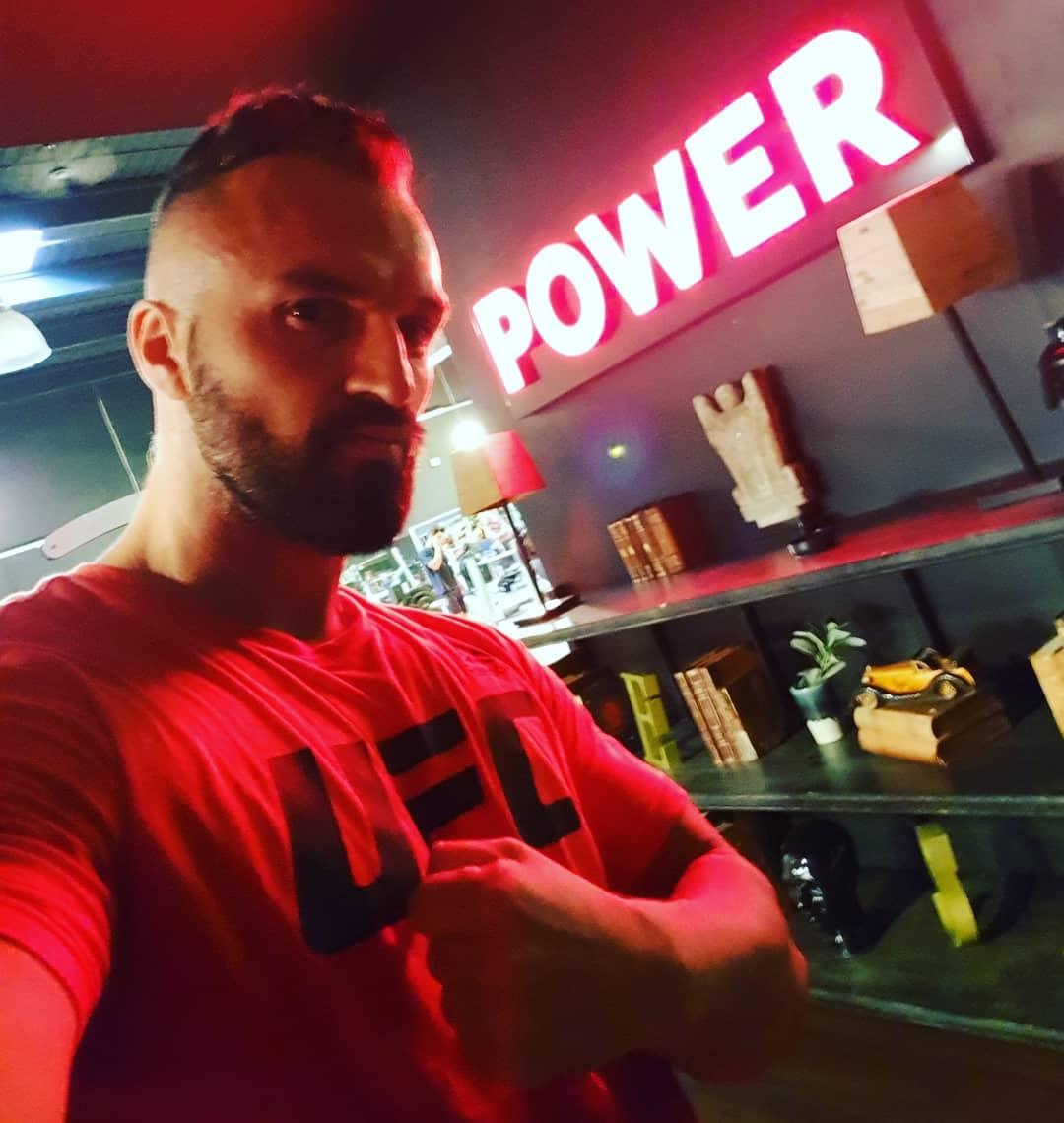 Feuer frei! 💪🏻💪🏻💪🏻💣🔥💥 . #sport #fitness #fitfam #bodybuilding #mcfit #johnreed #mcfitberlin #johnreedberlin #gym #motivation #selfie #me #thumbsup #potd #instalike #instagood #berlin #berliner #followme #l4l #f4f #igers #mondaymotivation #therock #power #ufc