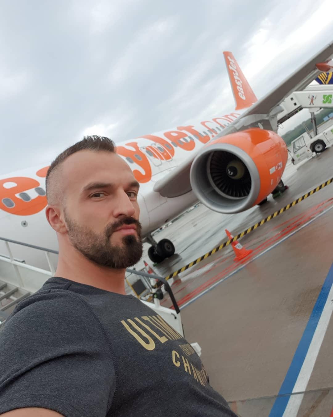 Back to Berlin… war ein geiler Drehtag in Köln🛫✌🏻😁 Demnächst auf Sat1 bei Auf Streife die Spezialisten📺 . #köln #berlin #filmpool #aufstreife #sat1 #tv #flughafen #airport #airbus #easyjet #jetset #bangboss #ufc