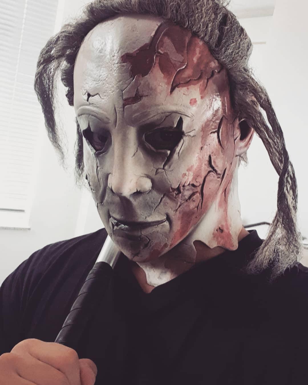 Bin dann mal auf der Suche nach geilen Halloweenblowbitches, die auf agressive Killertypen mit Monstercock stehen und gerne süßes oder saures von mir haben möchten 😈👿😈🍆💦👅 . #halloween #killer #monster #michaelmyers #baseballbat #berlin #instagood #instalike #berlinstagram #f4f #followme #l4l #germany #bangboss