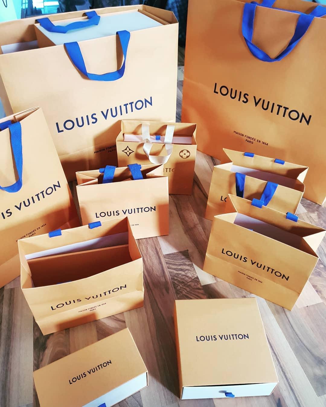 Ich möchte, dass mehr hübsche Frauen original Louis Vuitton am Kudamm kaufen, statt schlechte Fälschungen auf orientalischen Basaren… wem die Kohle dazu fehlt, kann sich gerne mal bei mir melden und ich zeige euch, wie schnell ihr eure Wünsche erfüllen könnt 😉💸💳💶 . #louisvuitton #lv #luxus #luxury #lifestyle #rich #money #fame #sexy #beautyful #model #amazing #makemoney #easymoney #geldverdienen #kudamm #berlin #berlinmodel #berlinstagram