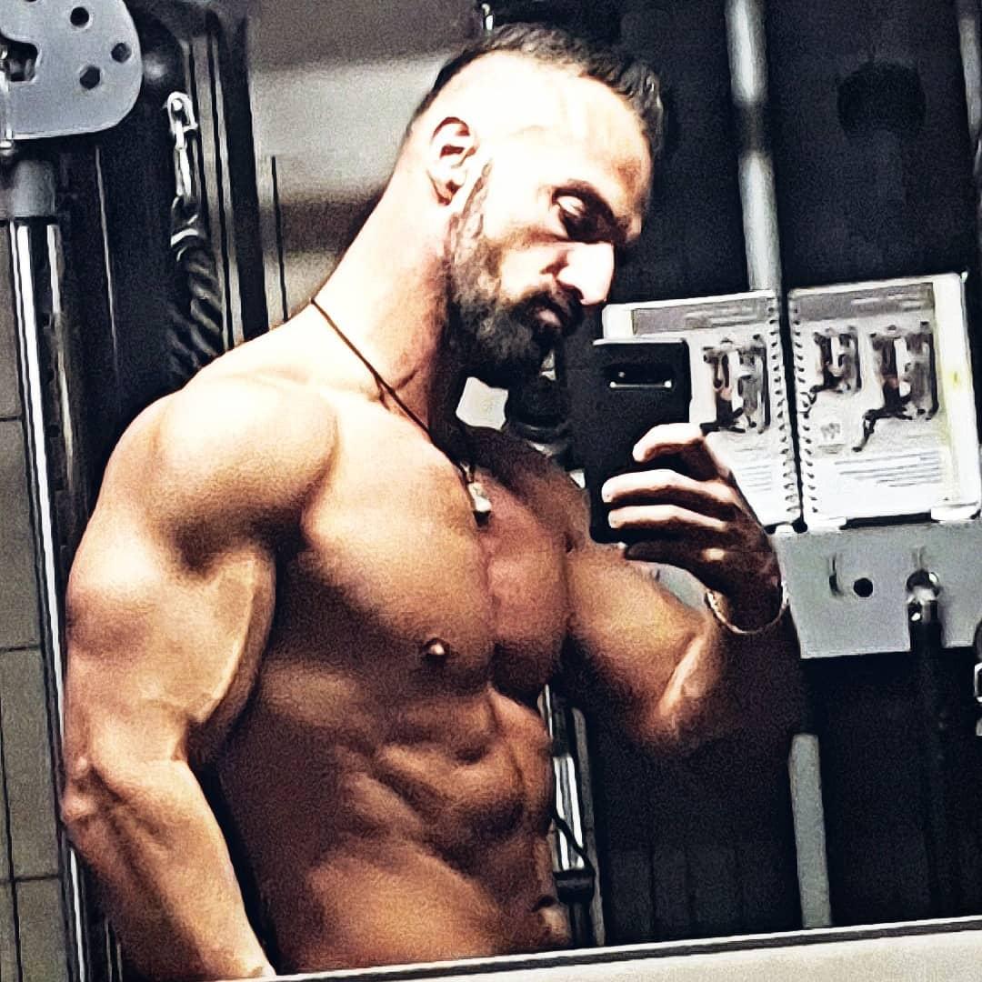 Sorry Mädels, dass bei diesem Anblick eure Schlüppis so feucht werden … aber mal ehrlich, selbst Schuld! Ich habe euch so oft gesagt, ihr sollt keine tragen bei mir 😘😈😂 . Einen bosshaften Sonntag euch allen!✌🏻🌞 . #spaßmusssein #rambo #rambobody #transformation #abs #chest #sixpack #muscles #gym #training #bodybuilding #fit #fitness #gainz #beastmode #bangboss #mcfit #johnreed #berlin #nude #naked #pumped #instafit #fitfam #body #natural #gymmotivation #motivation #diet