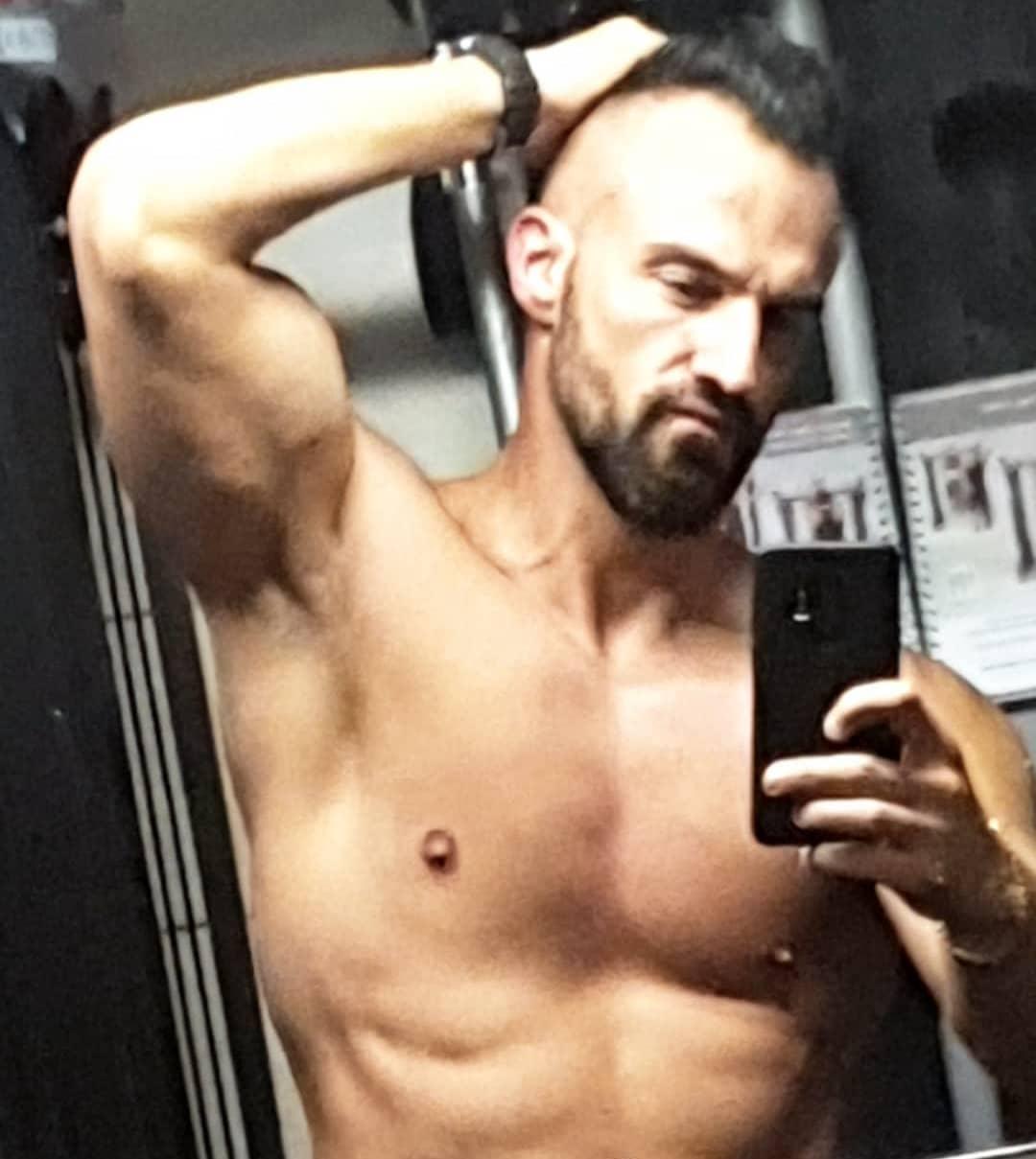 """Top1 Bosspruch aller Zeiten: """"Also wenn ich mich heute so im Spiegel sehe, würde ich mir am liebsten selbst einen bl*sen… aber mein Mund ist leider zu klein!"""" . #nopainnogain #motivaton #gymmotivation #quote #gym #fitness #fitguy #pump #pumped #abs #muscles #mcfit #berlin #instafit #instagood #fitfam #fitfamgermany #fitnessmotivation #gymtime #personaltrainer #getstrong #fitlife #diet #noexcuses #goals #gohardorgohome #bangboss #bosscock"""