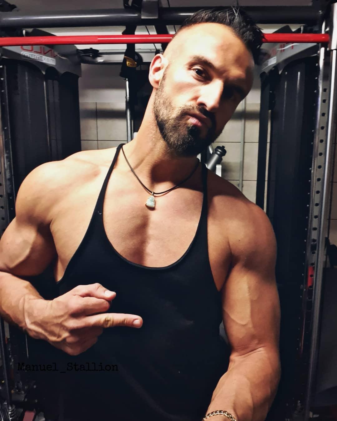 Das Bad Boy Image pflegen muss auch mal sein zwischendurch… 😉😎😘 . #badboy #fitness #bodybuilding #body #fit #fitguy #training #gym #mcfit #johnreed #mcfitspandau #mcfitberlin #muscles #beastmode #pumped #berlinmodel #berliner #berlin #instagood #instalike #fitfam #fitfamgermany #fitfamberlin
