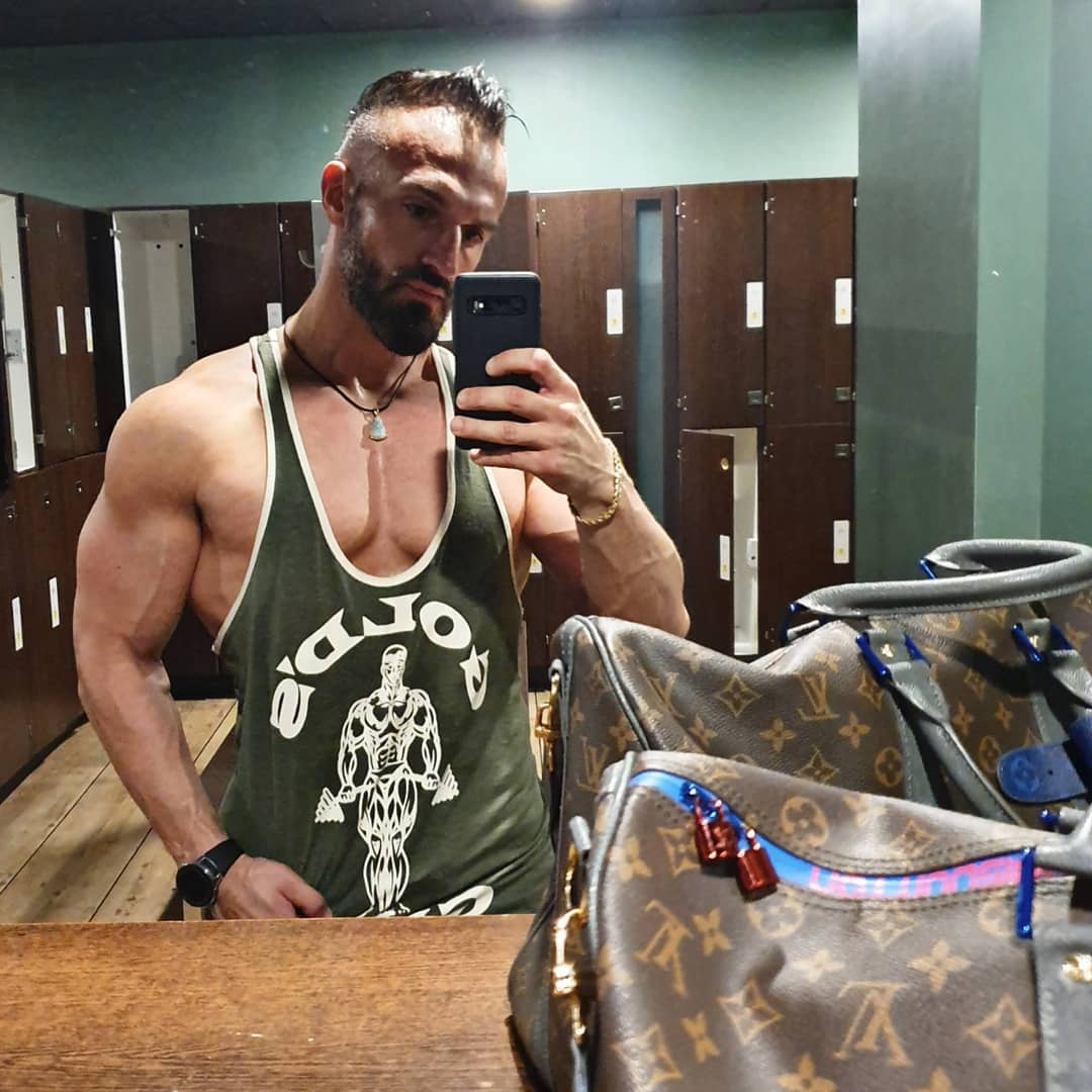 Der Schmerz, den du heute fühlst, ist die Stärke, die du morgen spürst… . #mcfit #berlin #spandau #mcfitberlin #training #fitness #gym #sport #german #deutsch #berliner #fitfam #fitfamgermany #fitguy #fitnessmotivation #pump #selfie #me #instagood #pictureoftheday #quote #louisvuitton #goldsgym #l4l #like4like #f4f #likeme #followme